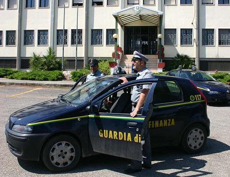 """Operazione """"Porte girevoli"""": sospesi 31 dipendenti regionali in servizio a Brindisi e sequestrati 35mila euro"""