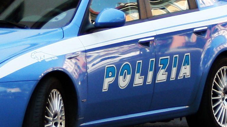 Minaccia di incendiare un bar e terrorizza i proprietari: arrestato dalla Polizia
