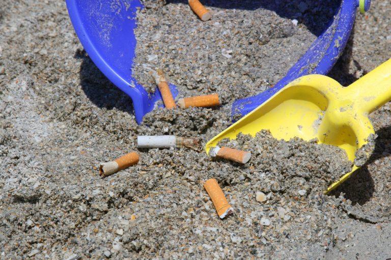 In Puglia più di 11 rifiuti ogni metro di spiaggia: i dati diffusi da Legambiente