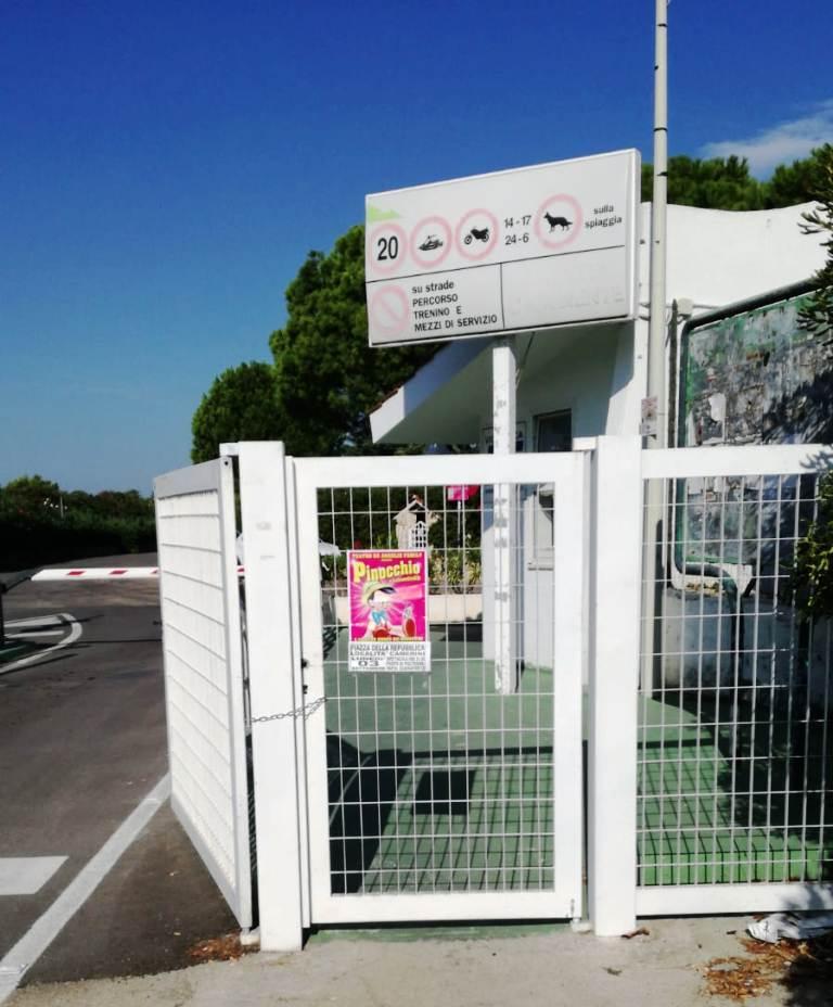 Rosa Marina: accesso a spiagge e strade pubbliche negato anche ai pedoni