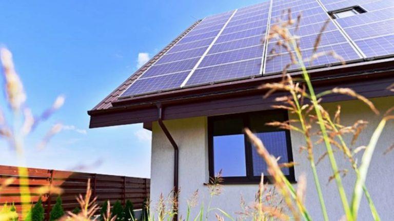 Reddito energetico: la nuova legge regionale del M5S spiegata in un convegno all'Hotel Palace