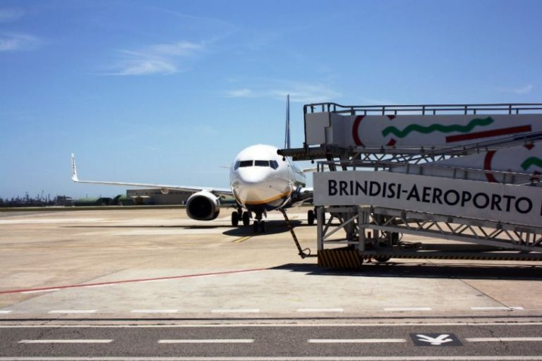 Aeroporto di Brindisi: consegnato dispositivo antigelo e annunciato il nuovo collegamento con Mosca e Kiev