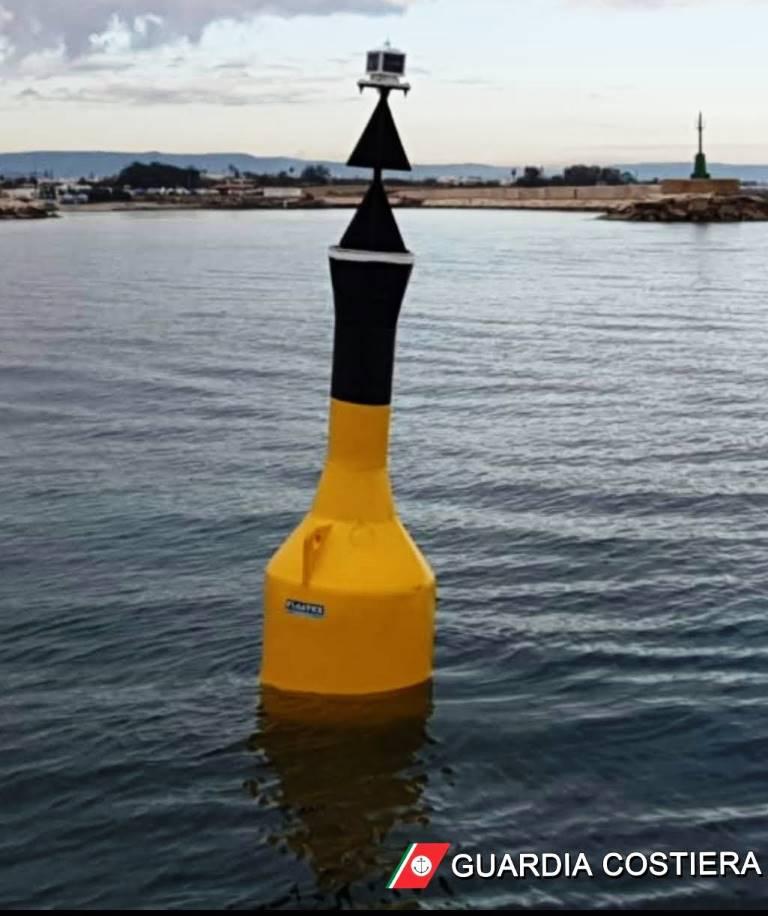 Navigazione sicura: installata boa di segnalamento marittimo presso il porto turistico di Villanova