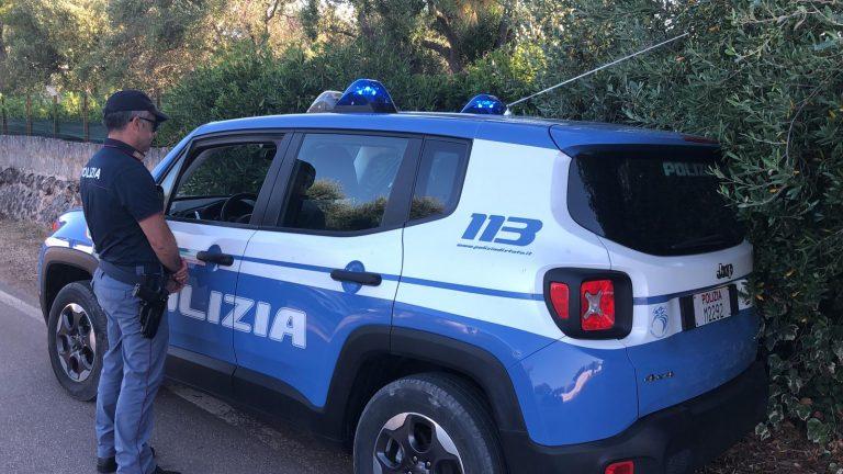 Coltelli, mazze e kit da scassinatore a bordo dell'auto: arrestato pregiudicato ostunese