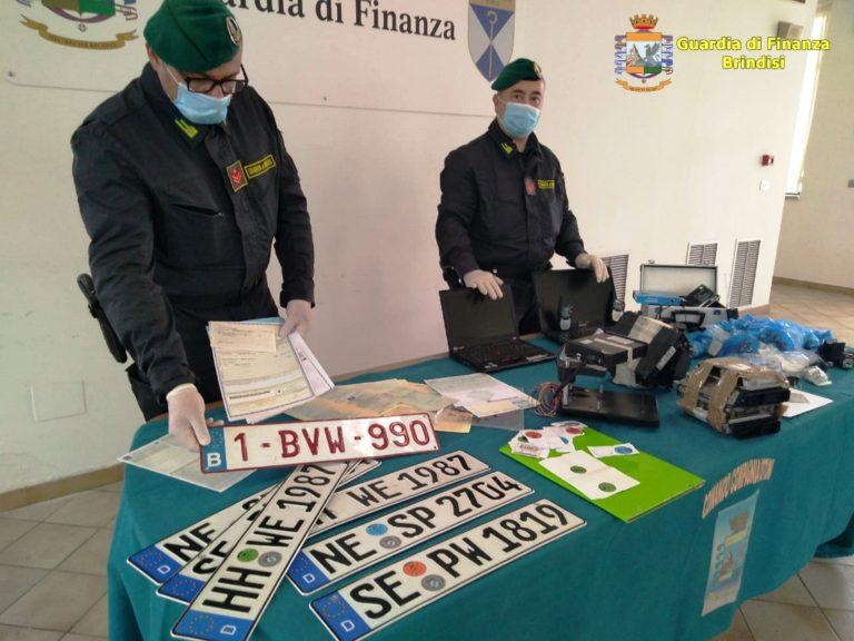 Furto e riciclaggio di auto, 12 gli indagati per associazione a delinquere